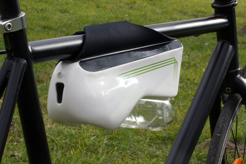 Bottle-For-Bike-Collects-Moisture-From-The-Air-3