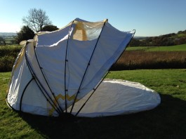 Clamshell tent