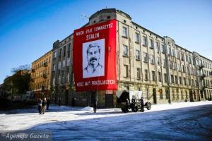 """Sztuczny śnieg na planie filmu """"Powidoki"""" A. Wajdy. Fot. wwwlodz.wyborcza.pl"""