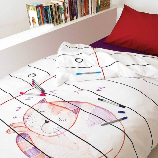 Bed sheets which you can draw on
