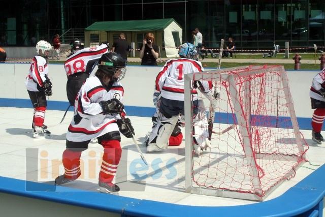 Syntetyczne lodowisko - hokej