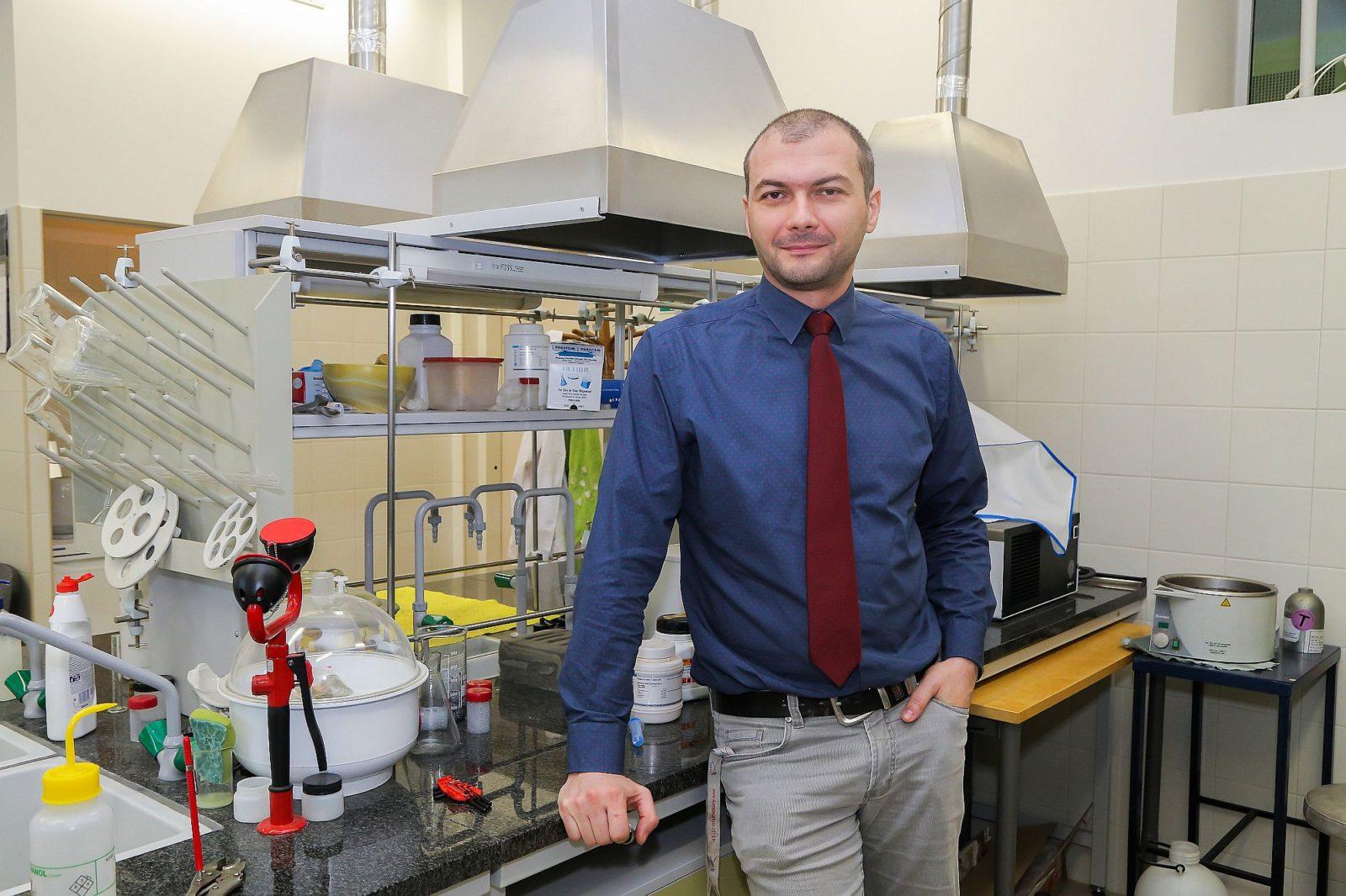 dr Bartłomiej Szyja, fot. pwr.edu.pl