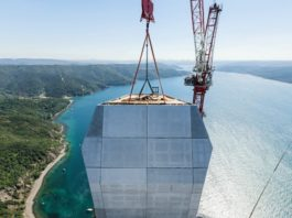 Curtain walls with reinforcement of solidian, the Albstadt-based specialist in textile reinforcement, were used for the construction of the pylons; the façade panels were realized for the Turkish company Fibrobeton.