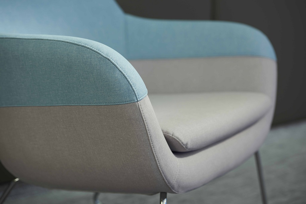skai® Paratexa NF is an upholstery material with a novel, very authentic textile look that is already the proud recipient of two prestigious awards.